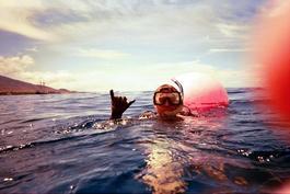 Cowabunga! The diver's OK signal, Hawaiian-style